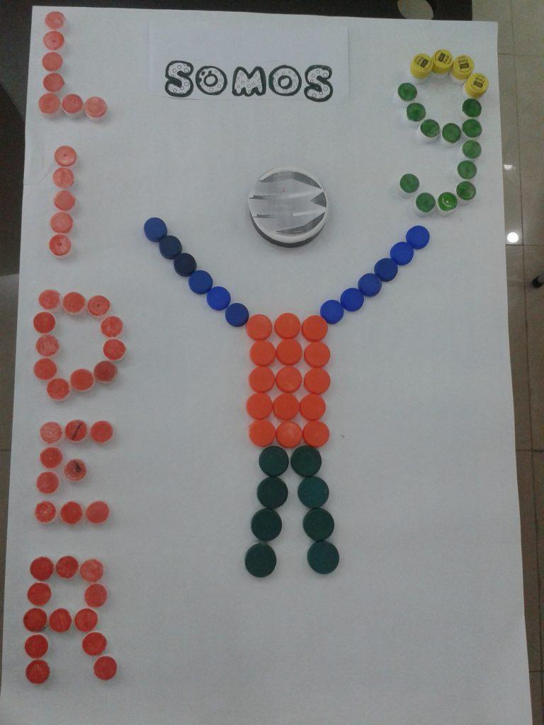 somos 768x1024 - En Banplus sumamos energía y creatividad con tapitas de plástico
