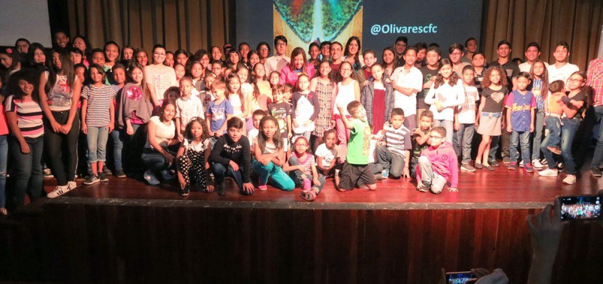 Charla Hay un heroe en todos nosotros con Oscar Olivares 13 abril 2019 12 1200x565 - Los pequeños de la familia Banplus fueron inspirados por el artista Oscar Olivares