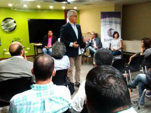 1 300x225 - En Banplus seguimos apoyando a quienes hacen país: Food Truck Venezuela visitó nuestra sede