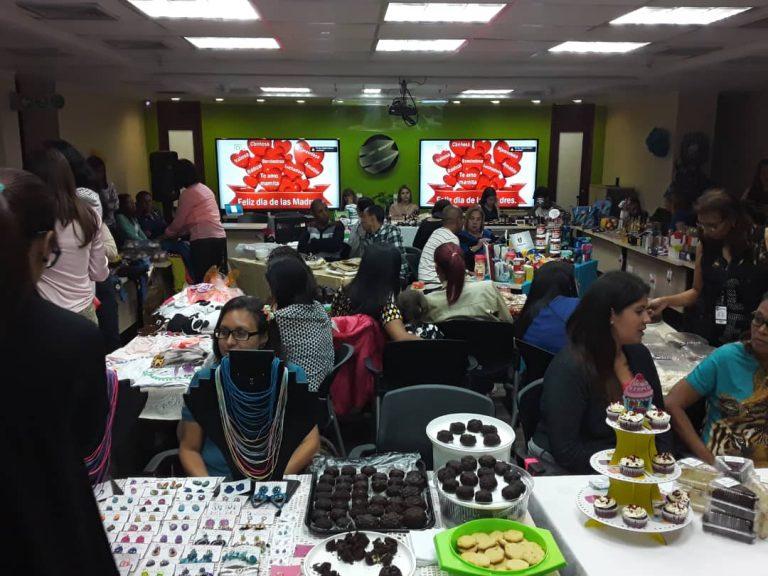 33a25fba 86e1 4edb a044 a5161e1348d6 768x576 - En Banplus, con el bazar del Día de las Madres impulsamos emprendimientos