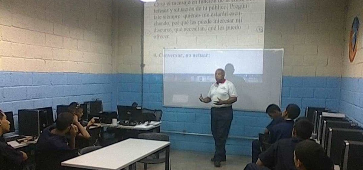 WhatsApp Image 2019 05 27 at 6 47 21 AM 2 1 1200x565 - Banplus apadrinó en Aragua a alumnos de Superatec