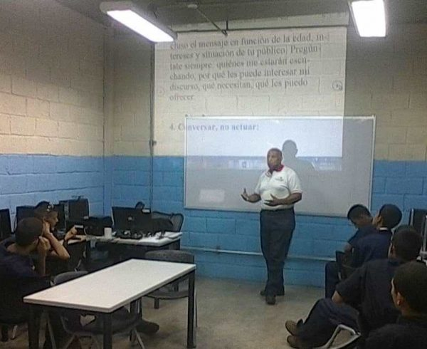 WhatsApp Image 2019 05 27 at 6 47 21 AM 2 1 600x490 - Banplus apadrinó en Aragua a alumnos de Superatec