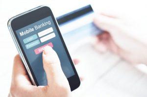 mobilebanking 1024x680 300x199 - La tecnología impulsa a la banca a reimaginar sus operaciones con los clientes
