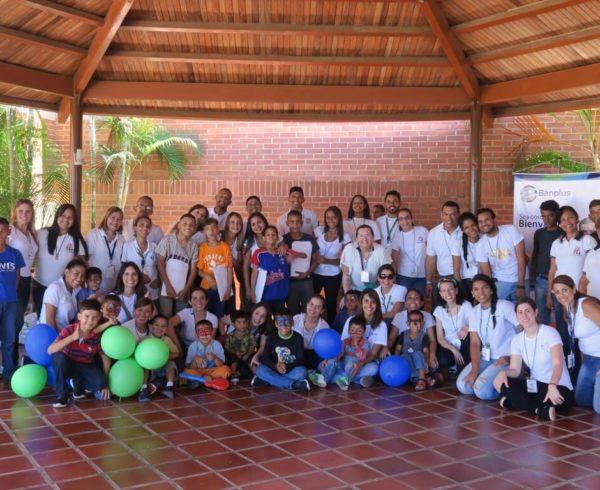 1. Voluntariado de Banplus en visita a casa hogar Caraballeda edo. Vargas. 18JUL19 600x490 - Desde Banplus hacemos país con el aporte que realizamos en Vargas, a través de nuestro voluntariado