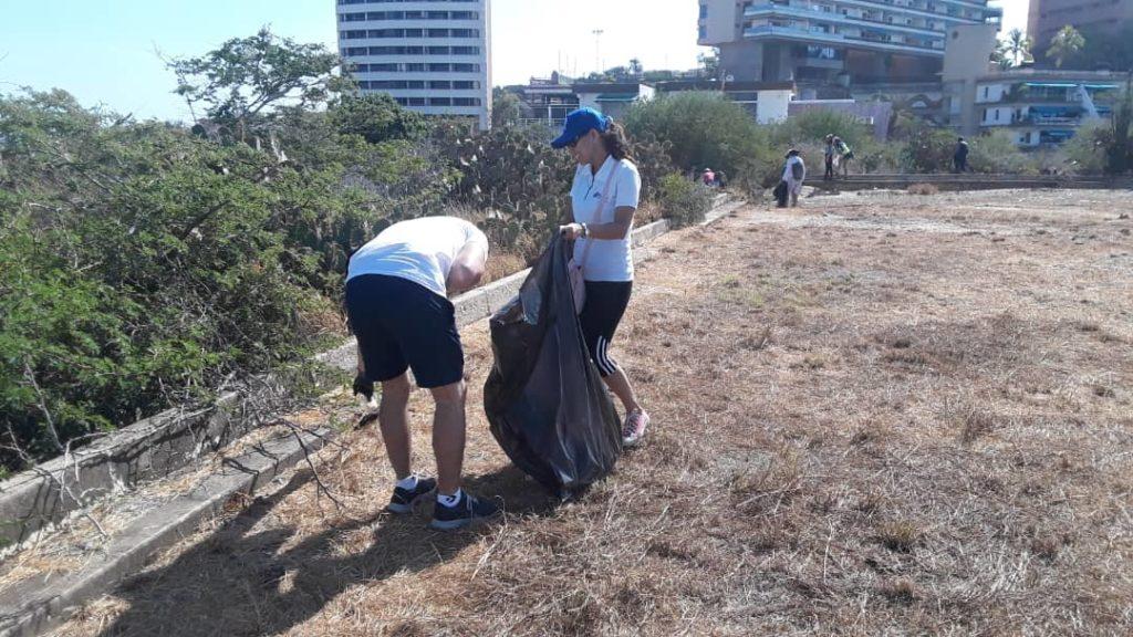 Banplus en el Día de Las Playas 2 1024x576 - En Nueva Esparta colaboramos con jornada de limpieza en el Día Mundial de las Playas