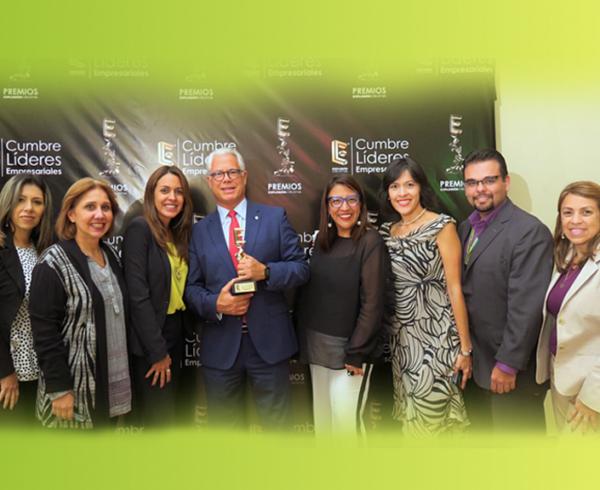 EXPLOSIONCREATIVA 600x490 - Recibimos el premio: Líder en sector bancario, mención especial Apoyo a la PYME