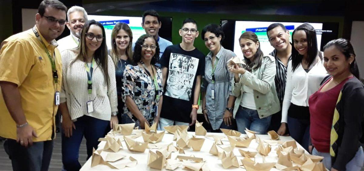 Grupo Final de Origami 1200x565 - Capacitamos al Voluntariado Plus con clases de origami