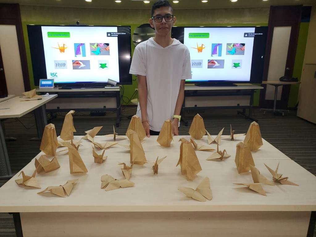 Taller Origami 2 4 1024x768 - Capacitamos al Voluntariado Plus con clases de origami