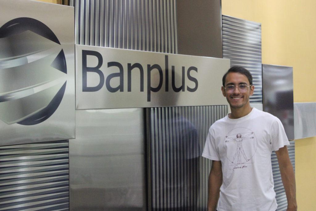 Oscar Oliveros 2 scaled 1024x683 - Desde Banplus apoyamos el talento artístico nacional | Oscar Olivares nos representa en Venecia, Italia