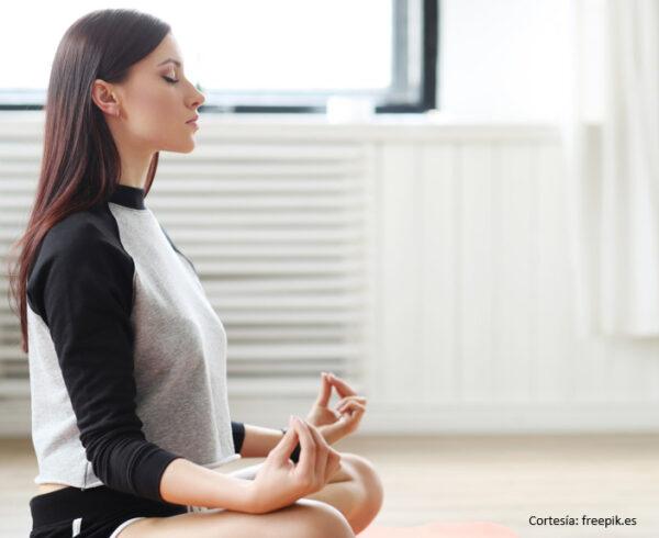 FP 25809 Yoga Low 600x490 - Realizamos actividades virtuales para el bienestar de la familia Banplus