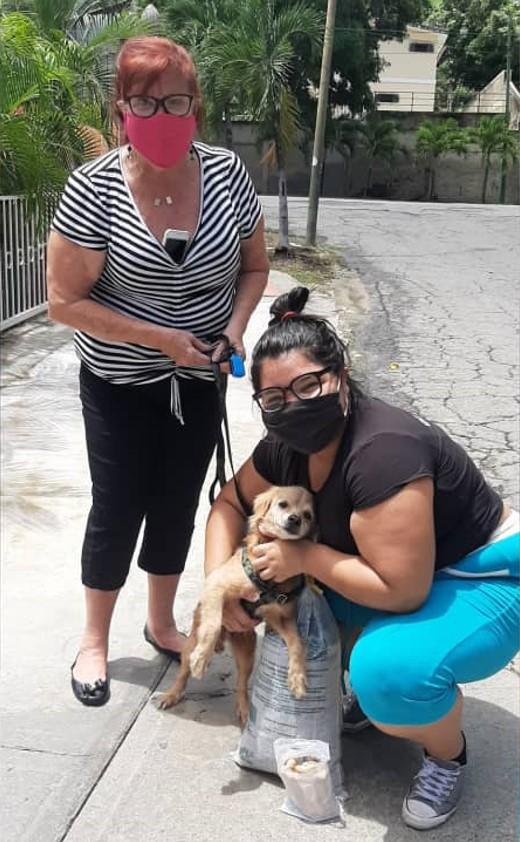 Odín y familia 1 - ¡Celebramos la primera adopción canina canalizada a través de @PaticasFelices_Banplus!